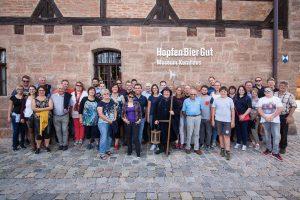 Gruppenfoto der Adlerhorstschützen Ergolding vorm Spalter Museum
